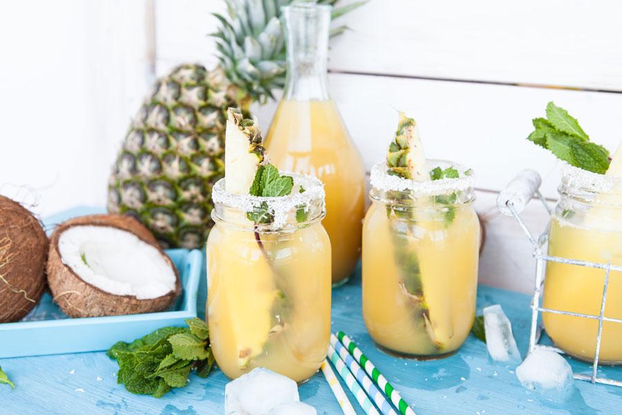 apa-de-cocos-cu-ananas