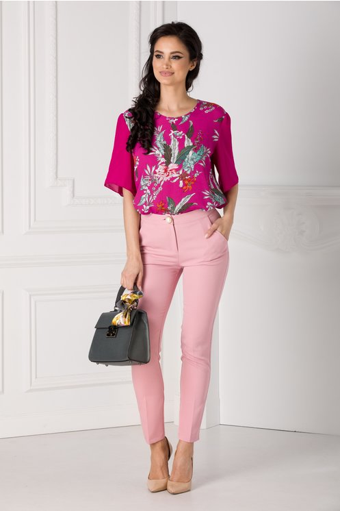 pantaloni-roz-cu-dunga